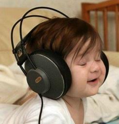 5b4fa-babylisteningwithheadphones